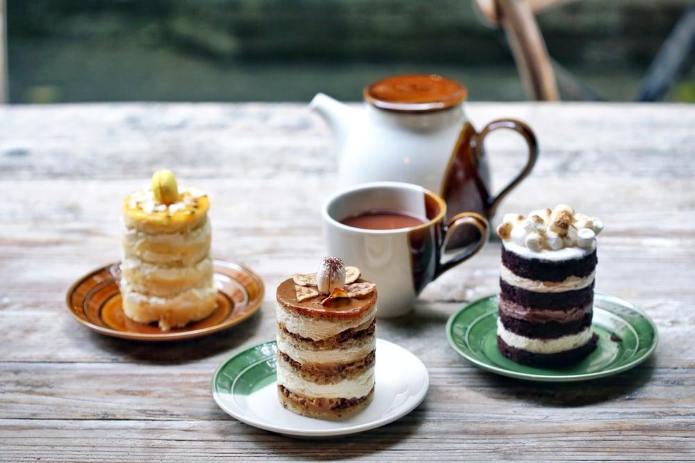 Jouer signature layered cakes