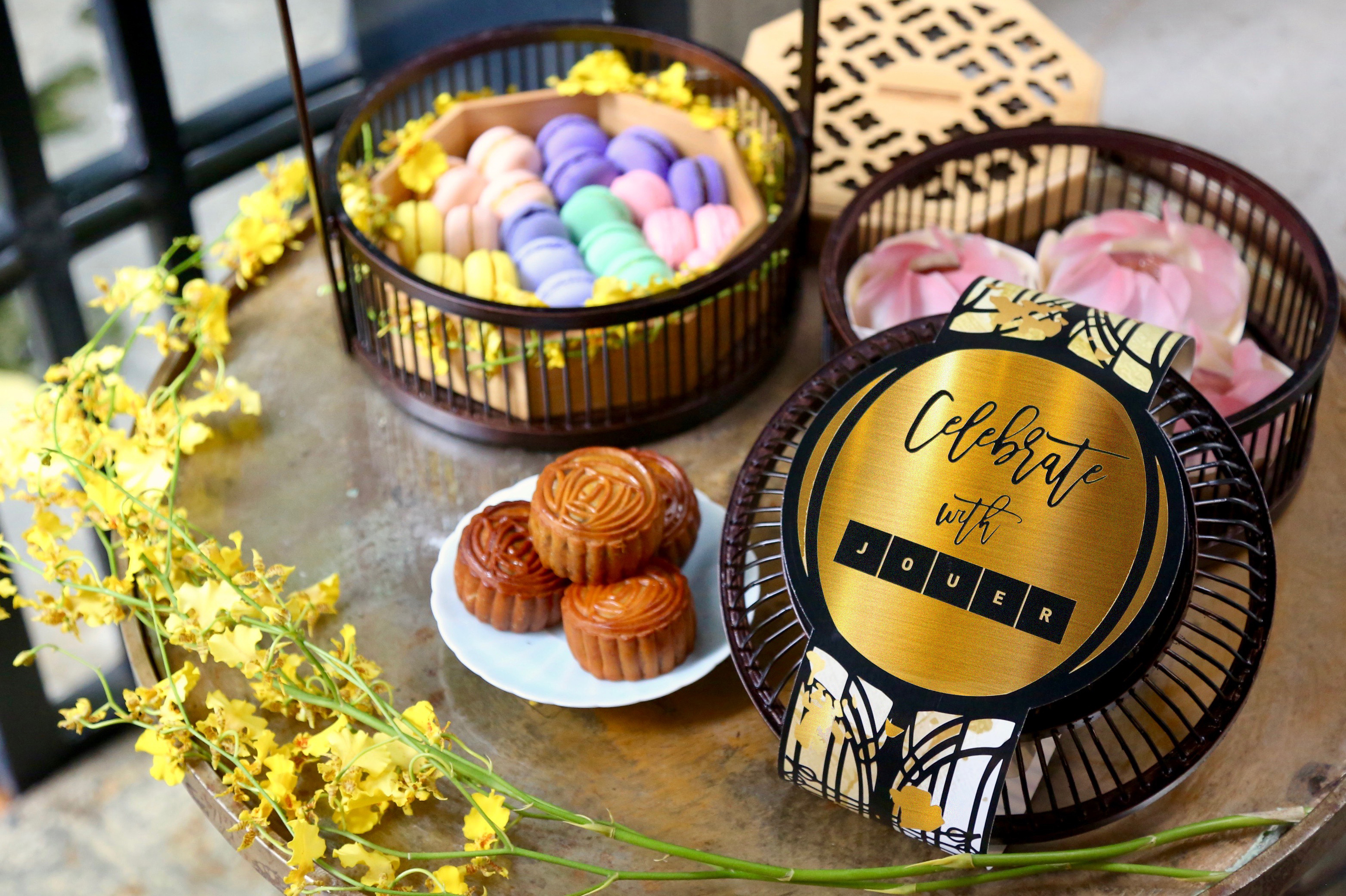 Jouer Mid-Autumn Mooncake & Macaron Gift Hamper